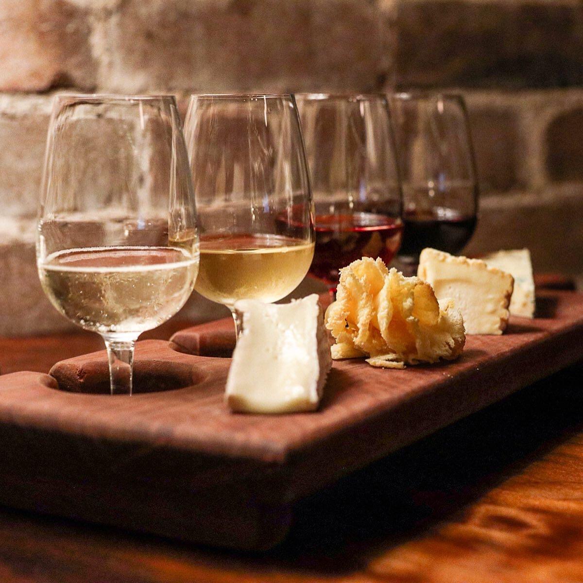 darlings-bistro-wine-cheese-flight