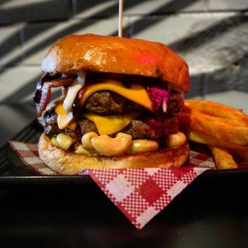 Southside-Social-Mac-n-Cheese-Burger